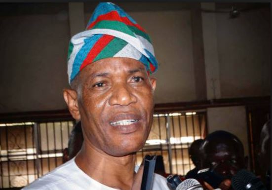 Oke visits Owo, welcomes defectors from APC, PDP