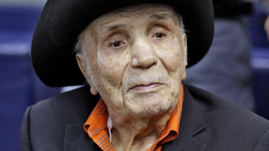 Jake laMotta: Boxing legend dies at 95