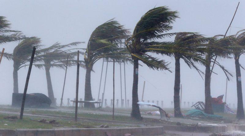 Wind, rain lash Vietnam as Typhoon Doksuri hits