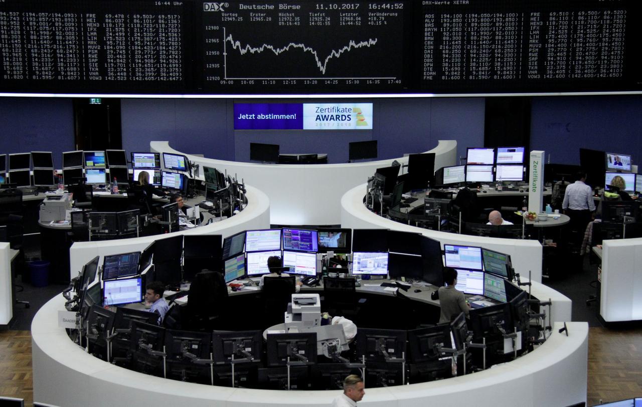 Dollar stays low as stocks cheer latest record streak