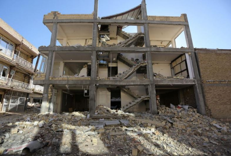 Strong earthquake hits Iraq and Iran, killing at least 210