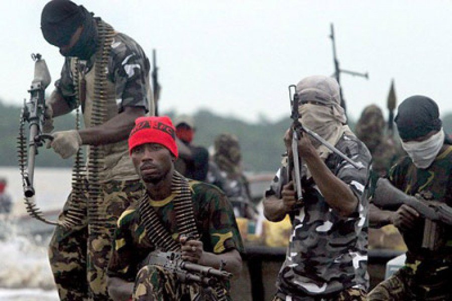 Niger Delta Avengers confront security operatives, 1 dead
