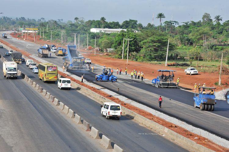 1,000 houses to go for Lagos-Abeokuta road expansion