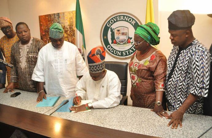 Amosun signs anti-land grabbing bill into law