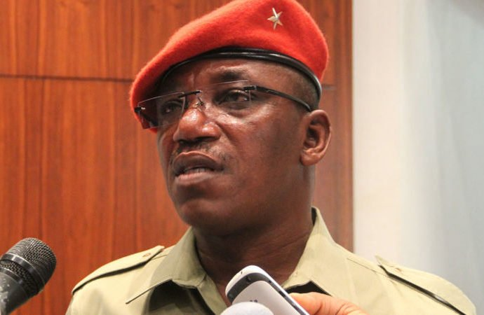 Dalung visits protesting Falcons over unpaid wages