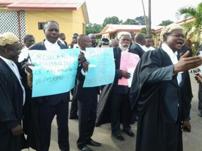 Lawyers protest against alleged maltreatment of travellers