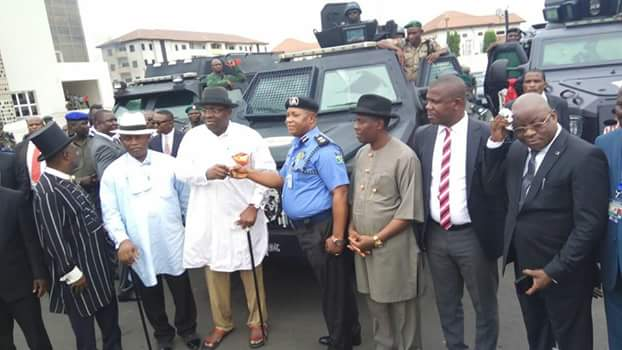 Bayelsa govt. donates Armoured Personnel Carrier to police command