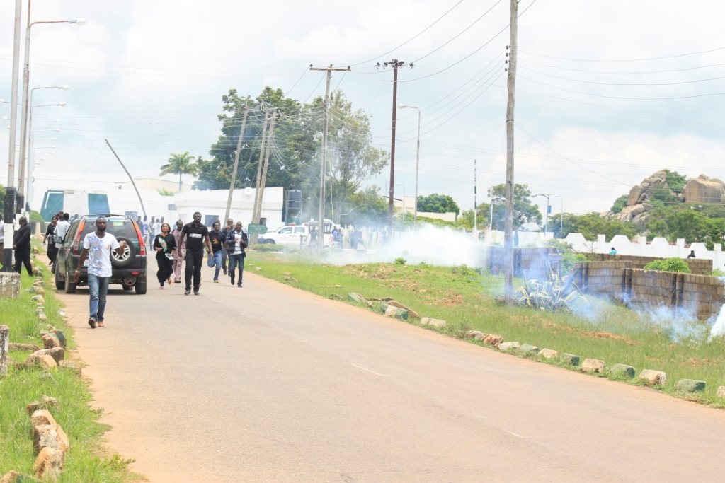 Youths attack monarch for insulting Olugbo