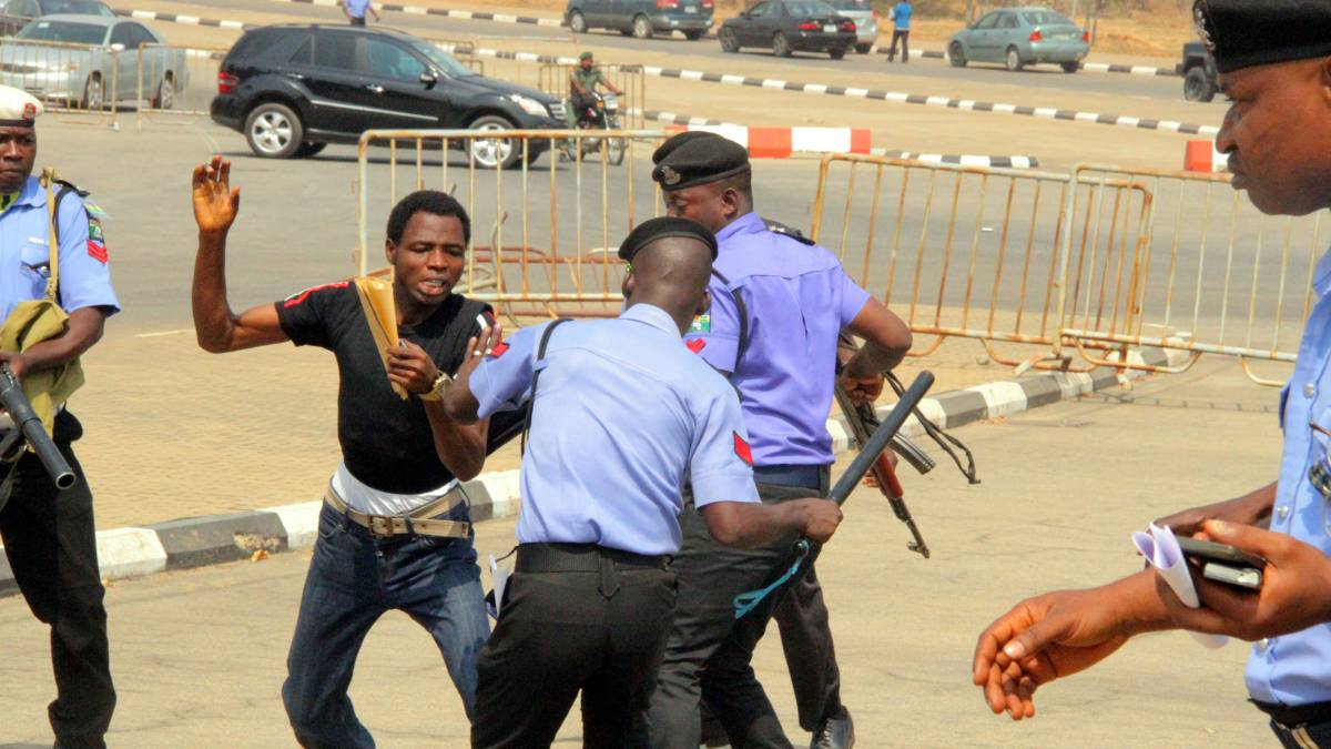 Police disrupt Shi'ites demonstration in Abuja
