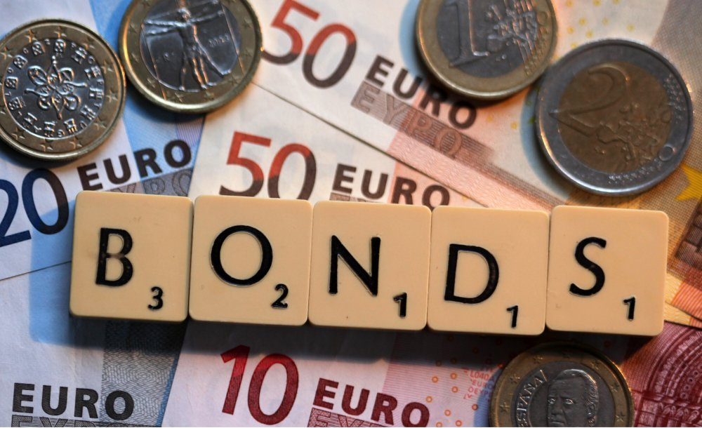 Euro steadies after six months of gains; cbank in focus