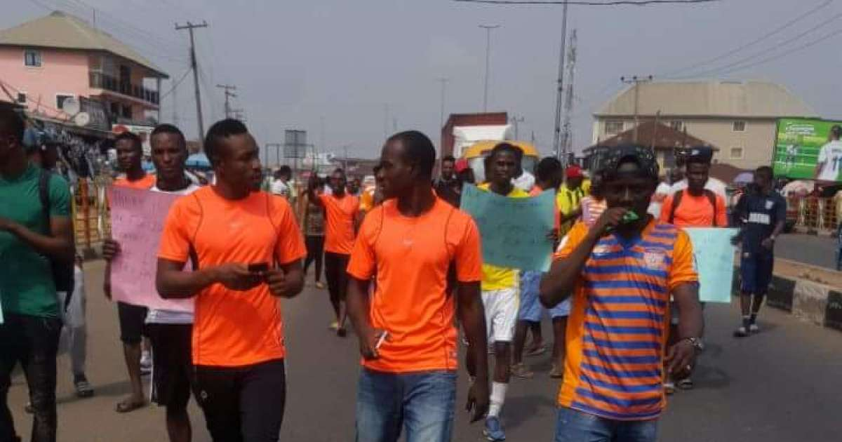 Sunshine players protest unpaid salaries