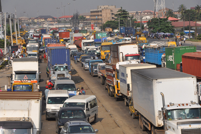 FG urged to effect repairs on Apapa expressway