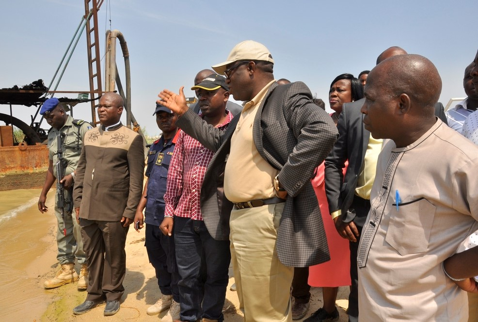 Lagos : Fed Government shuts three illegal mining sites