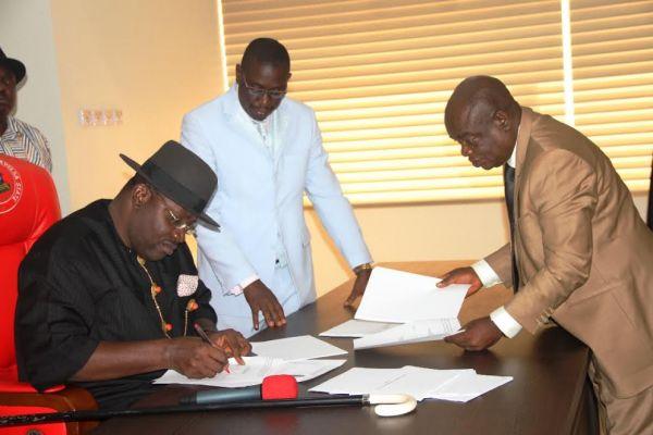 Dickson signs Bayelsa education bills into law