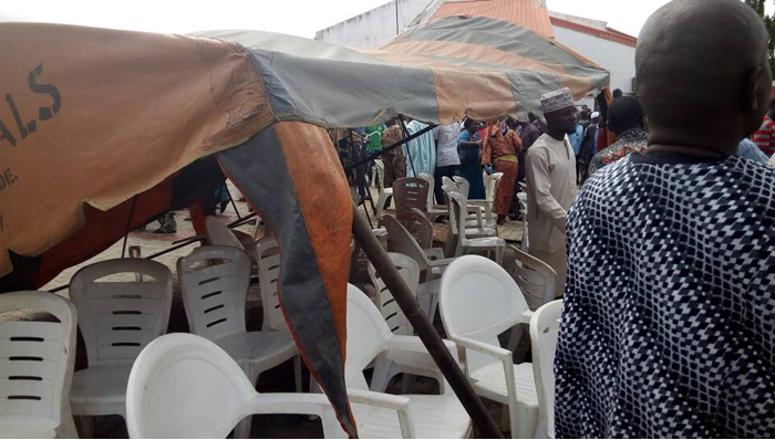 Adeleke's burial: Angry mob collapses canopy on Amosun, Akeredolu, others