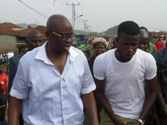 Corper manage to snap with Fayose and wins permanent employment