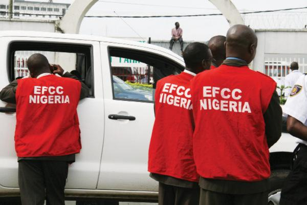 Gunmen invade EFCC headquarters, leave death note for top investigator
