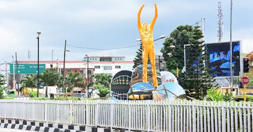 Fela Statue Appears in Ikeja