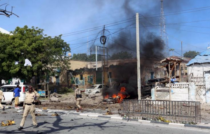 Somalia : Car bomb at police station kills four in Mogadishu