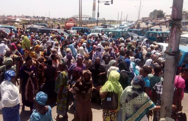 Osun market women protest against introduction of weighing scale