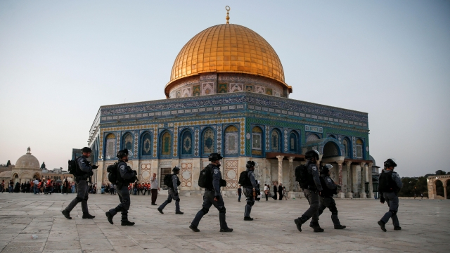 Al-Aqsa Mosque: Worshipers return after Israel lifts security measures