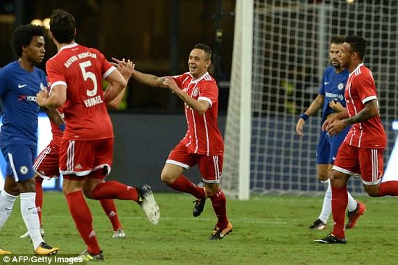 Muller scores brace as Bayern beat Chelsea 3-2