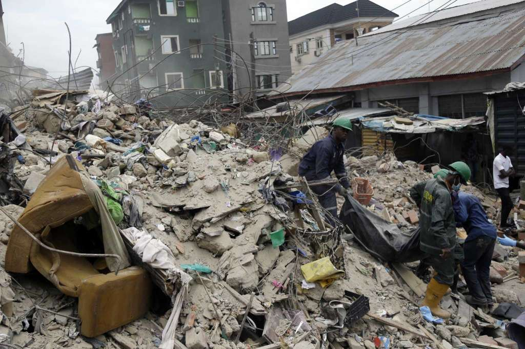 15 rescued, 8 dead as four storey building gives way in Lagos