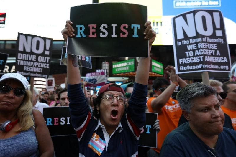 U.S. military : Activists protest against transgender ban