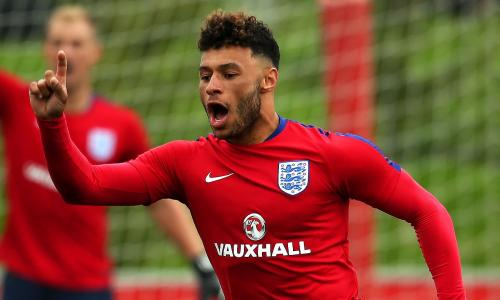 Alex Oxlade-Chamberlain: Liverpool sign Arsenal midfielder for £35m