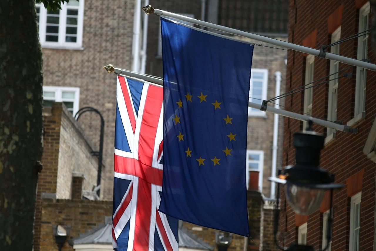Britain will not exclude possible EU oversight of UK borders after Brexit