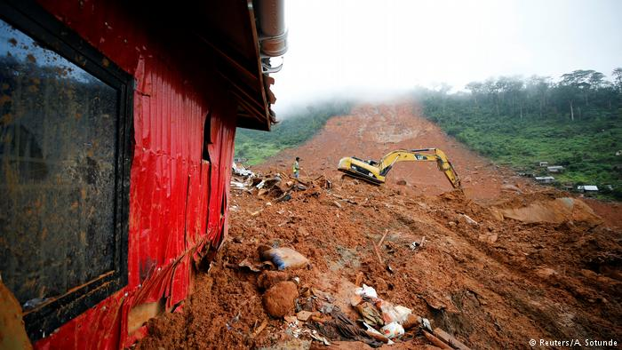 Sierra Leone mudslide: Rescuers say chances of finding survivors slim