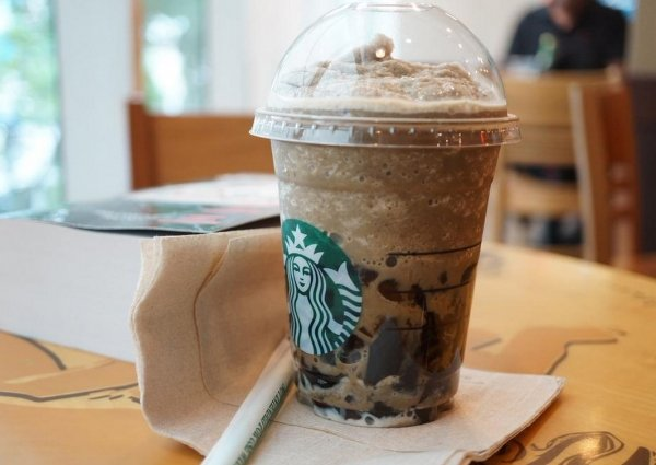 China cheese market : Starbucks buys back coffee outlets