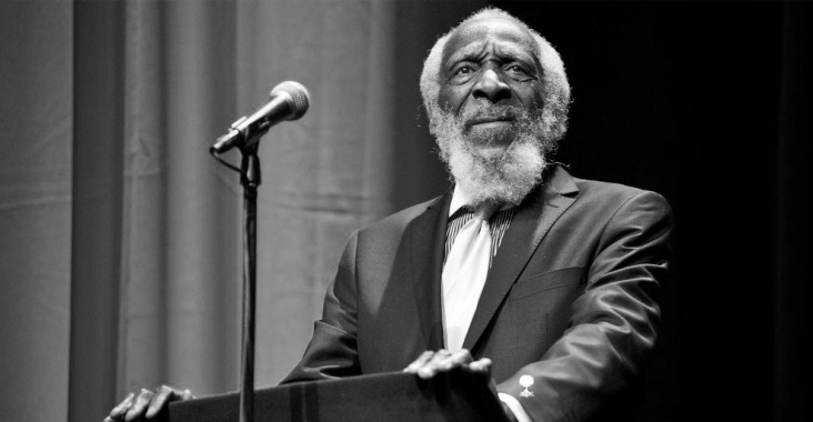 Dick Gregory: Comedian, civil rights activist dies at 84