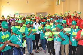 Olamide motivates children at Summer Schools in Ogun