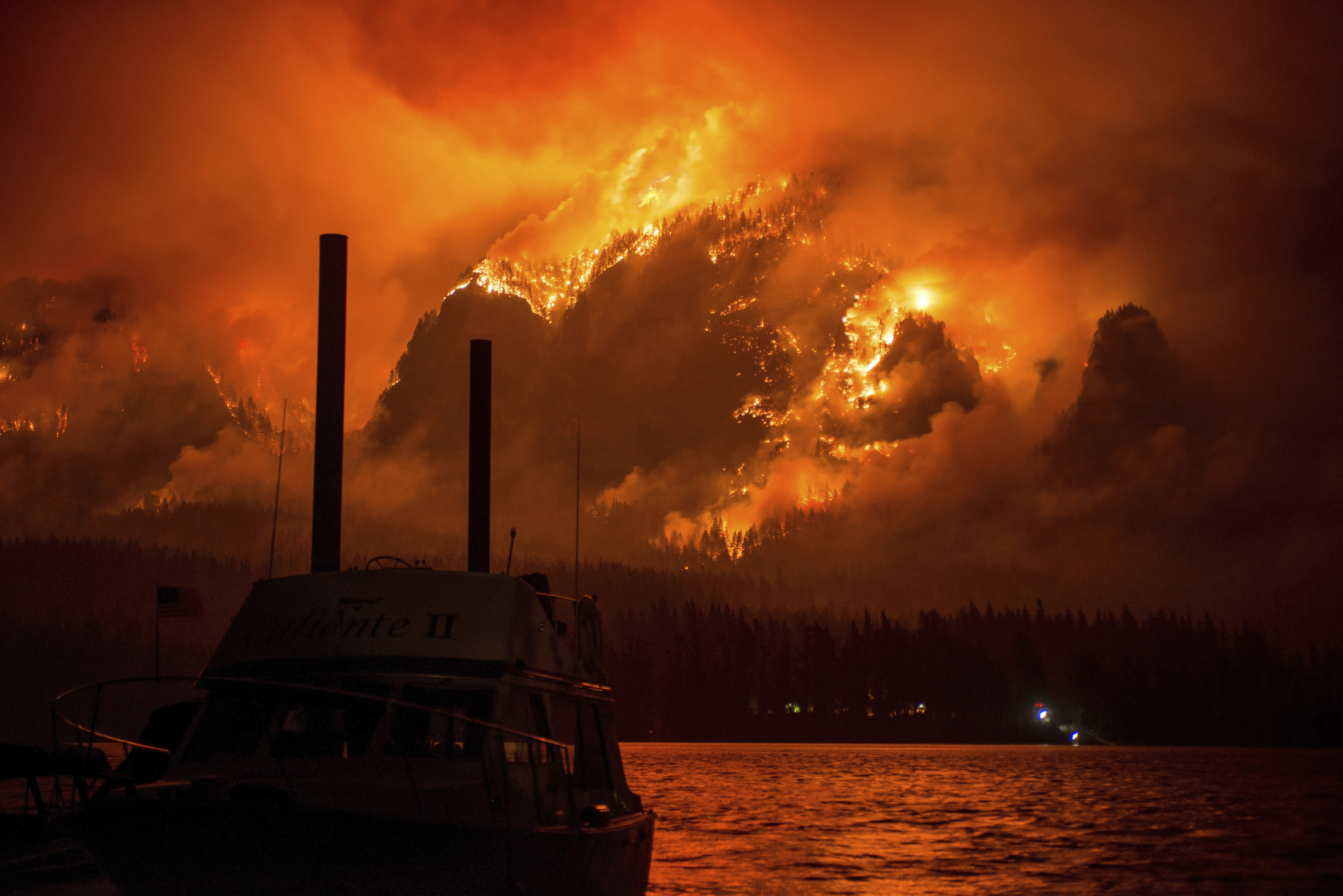 Wildfire ravages Gorge, Ash chokes communities