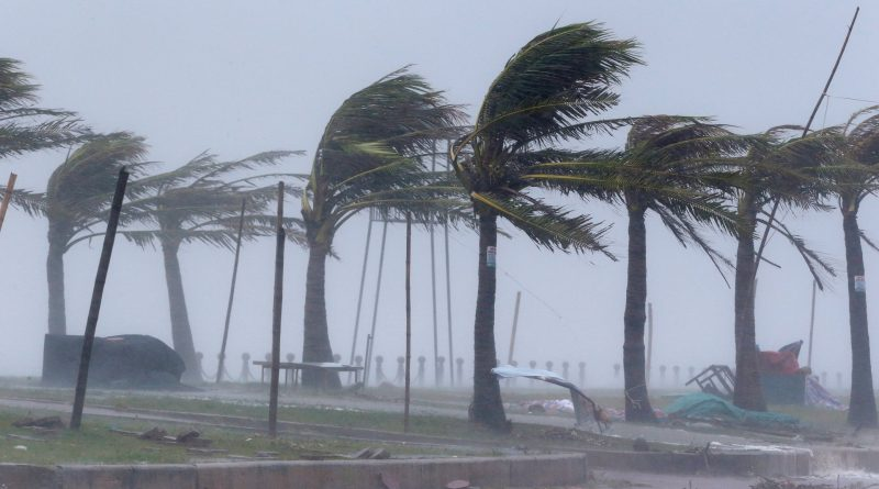 Wind, rain lash Vietnam as Typhoon Doksuri hits