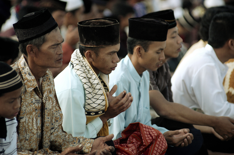Eid-el-Adha : Muslims in Indonesia pray against religious extremism