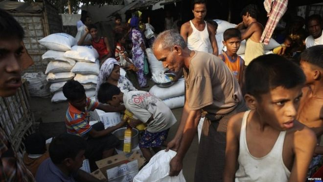 Displaced Rohingya Muslims receive food, medical aid