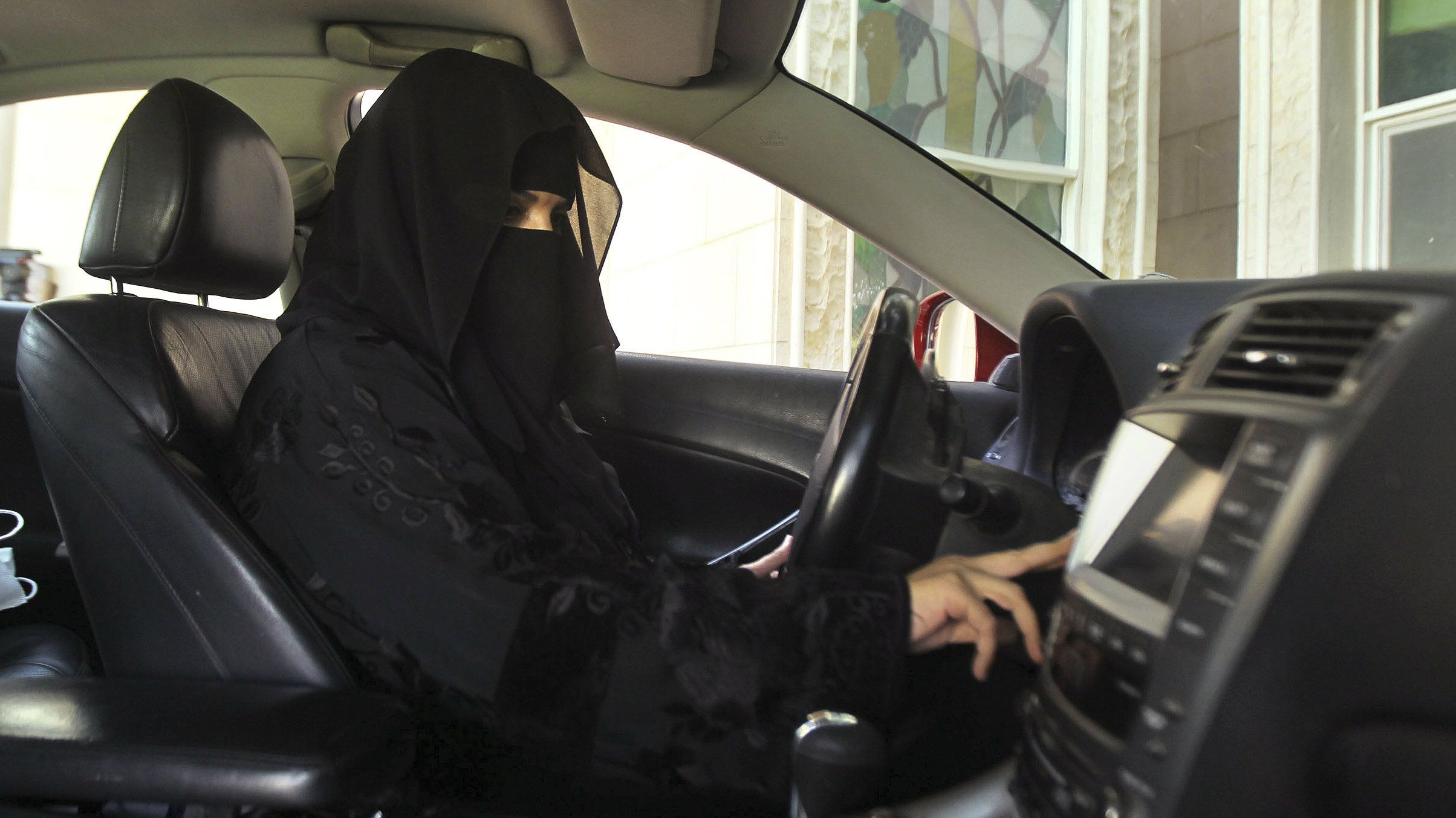 Saudi issues Royal decree allowing women to drive