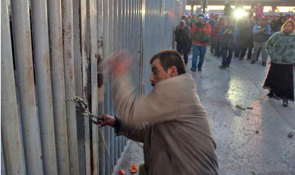 13 dead as rival gangs clash inside Mexican prison