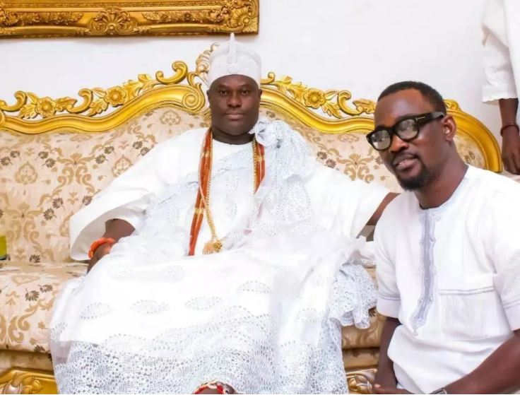 Singer Pasuma begs Ooni of Ife for prayers