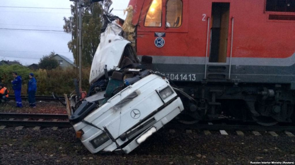 16 killed as train hits bus in Central Russia