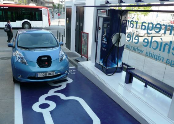Shell opens electric vehicle charging in UK