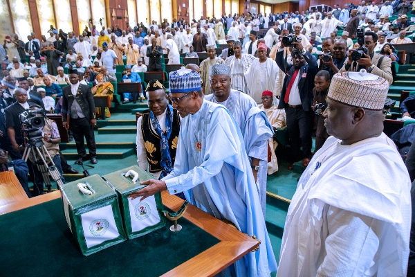 Buhari presents N8.612 trillion 2018 budget to National Assembly