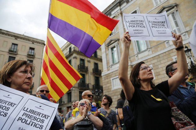 Catalans stage protest, mount roadblocks to press for leaders' release