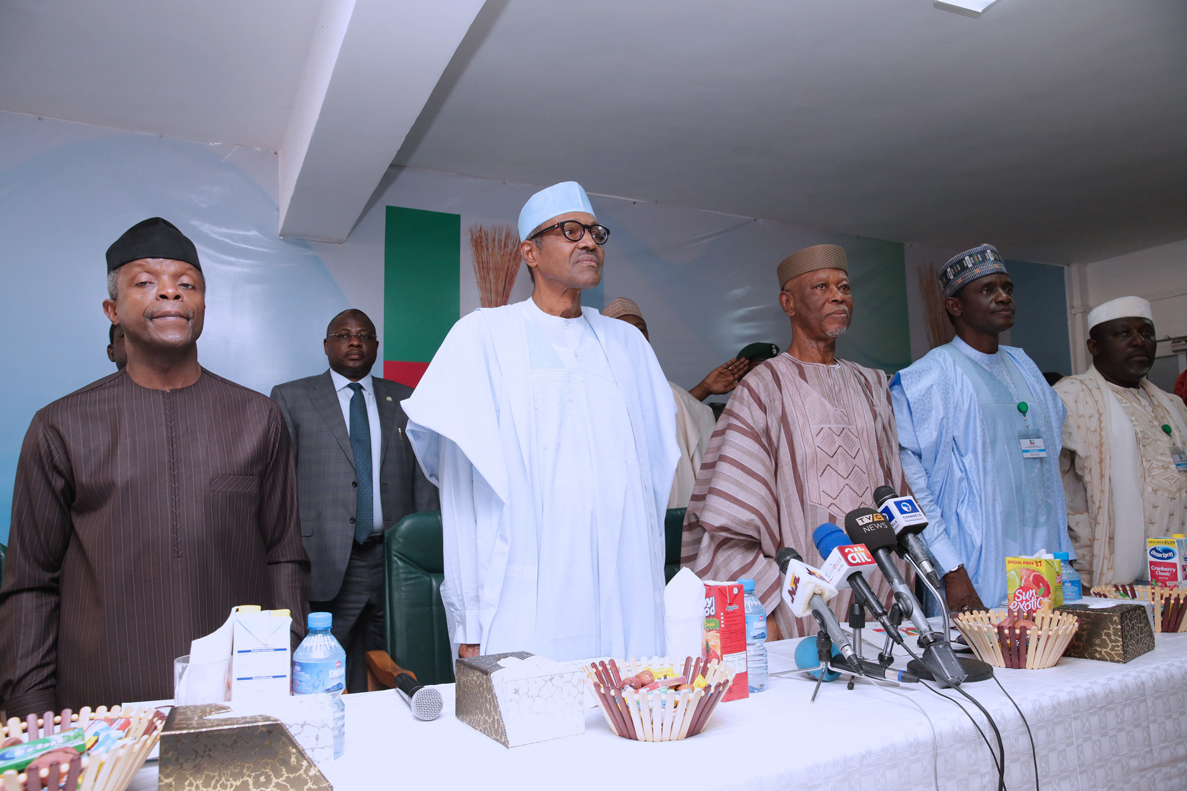APC NEC passes vote of confidence on Buhari, Oyegun