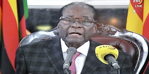 Mugabe stuns Zimbabwe, keeps mum on resignation during address