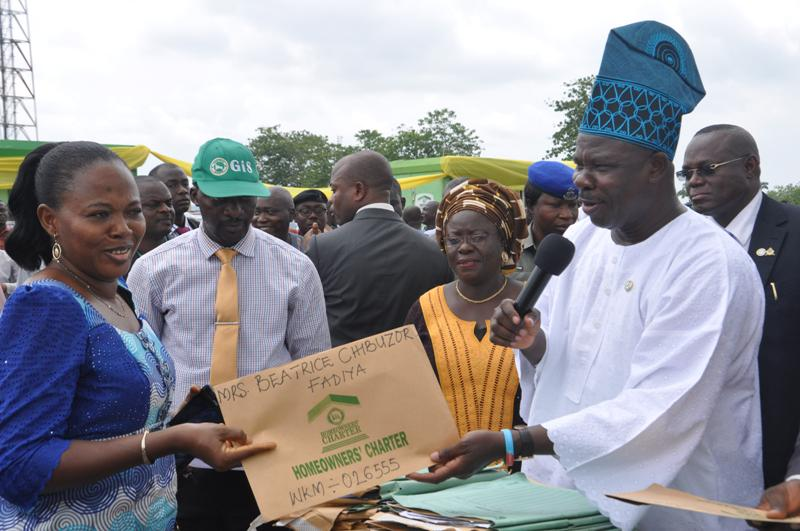 Amosun presents 1000 C Of O as Christmas gift