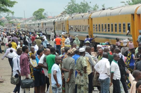 Christmas: 3,000 enjoy Aregbesola's free train service