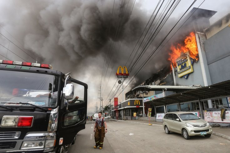 Flames engulf Philippines shopping mall killing 37